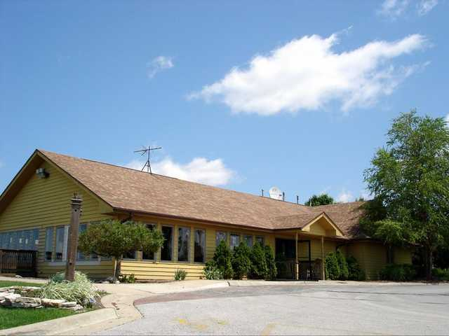 A view of the clubhouse at Meadows Golf Club of Blue Island