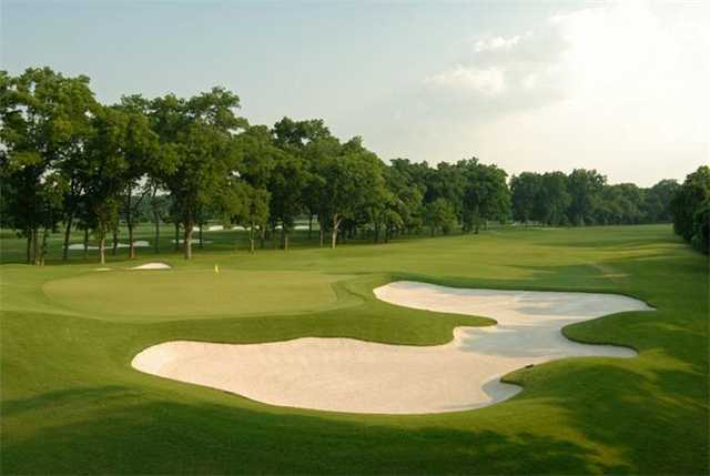 A view of the 3rd green protected by bunkers (courtesy of Shadow Hawk Golf Club)