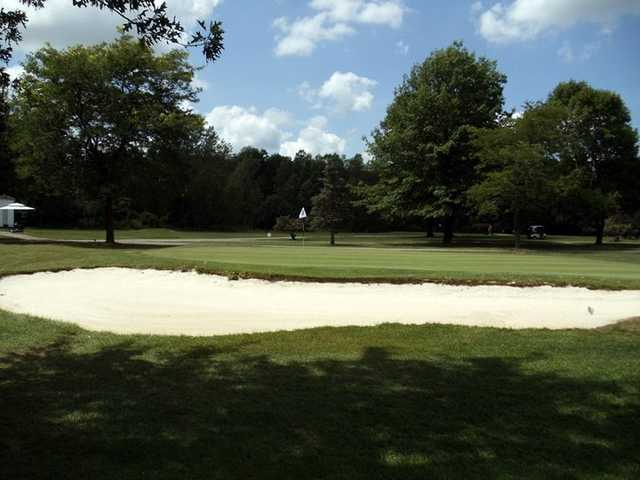 A view of green protected by bunkers at Braemar Country Club