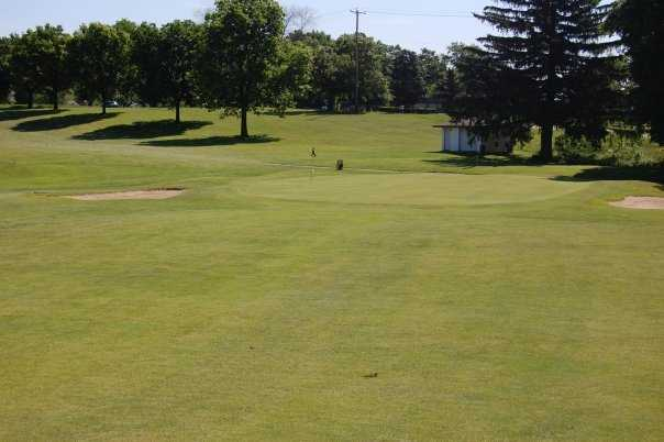 A view of green #17 at Browns Lake Golf Course