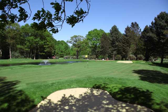 A view of hole #16 at Robin Hood Golf Club