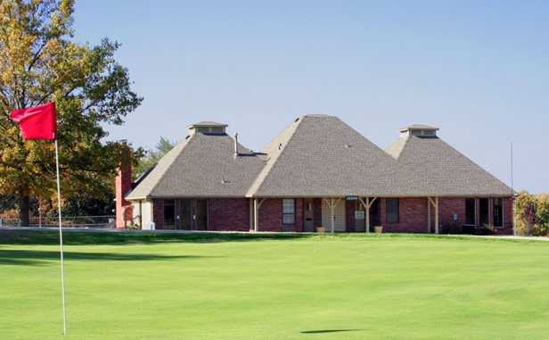 A view of the clubhouse at River Oaks Golf Club