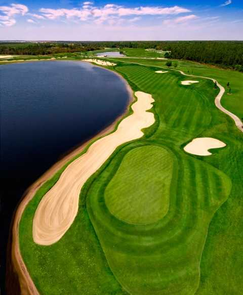 ChampionsGate National: Aerial view of the finishing hole.