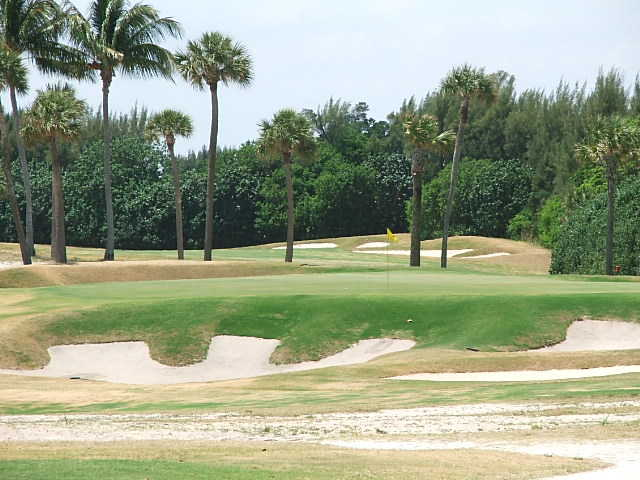 A view of hole #5 at Seminole Golf Club (Top 100 Golf Courses Blogspot)