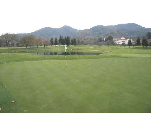 A view of a green at Vintner's Golf Club
