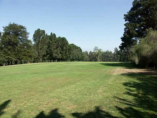 A view of a fairway at Burlingame Country Club (GolfDigest)
