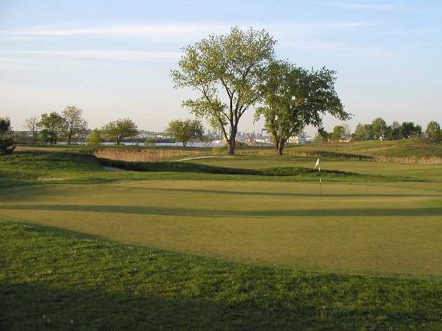 A view of a green at White from Limekiln Golf Course (GolfDigest)