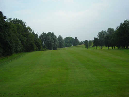 Aberdelghy Golf Club is a reasonably short course with no bunkers.