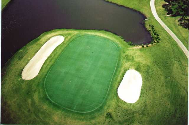 Aerial view of a green flanked by bunkers at Riverlands Golf & Country Club