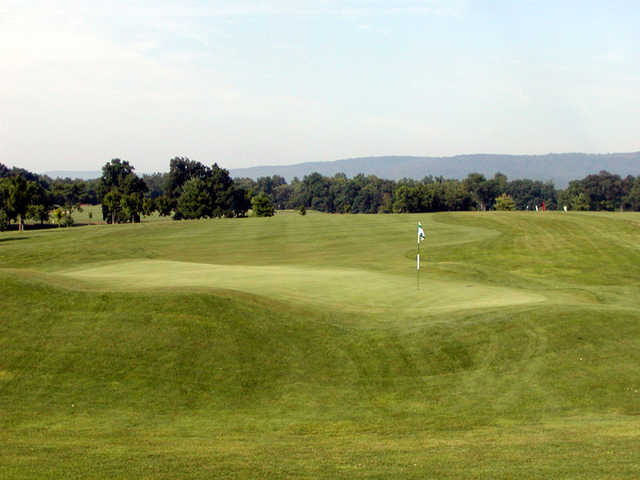 A view of the hole #8 at Maple Run Golf Course