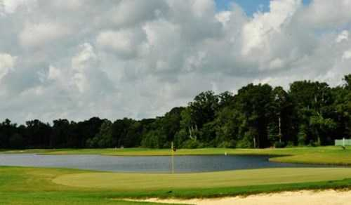 A view of a green with water coming into play at Webb Memorial Park Golf Course (Bestoutings)