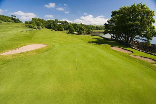 The 3rd green at Aberdour with the River Forth to the side