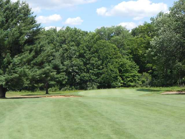 A view of a green protected by bunkers at Raccoon International Golf Club