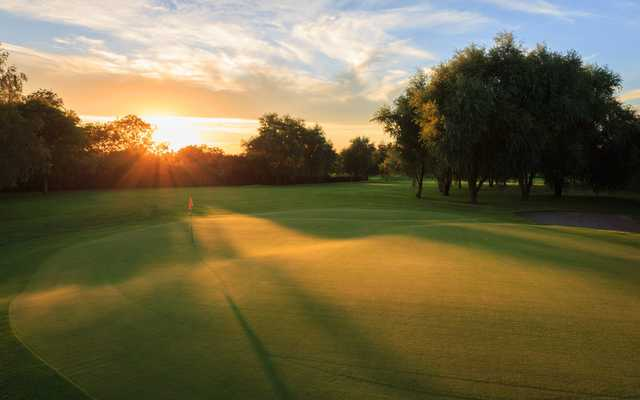 Sunset view of the 8th green at Isle of Wedmore Golf Club