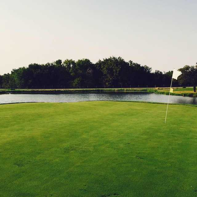 A view of a green with water coming into play at Benbrook 3 Par.
