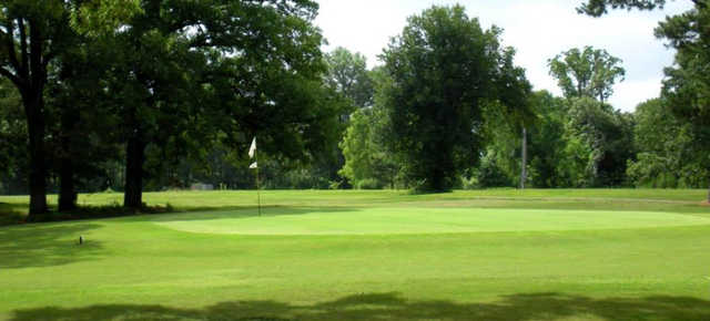 A sunny day view of hole #3 at Clarksville Country Club.