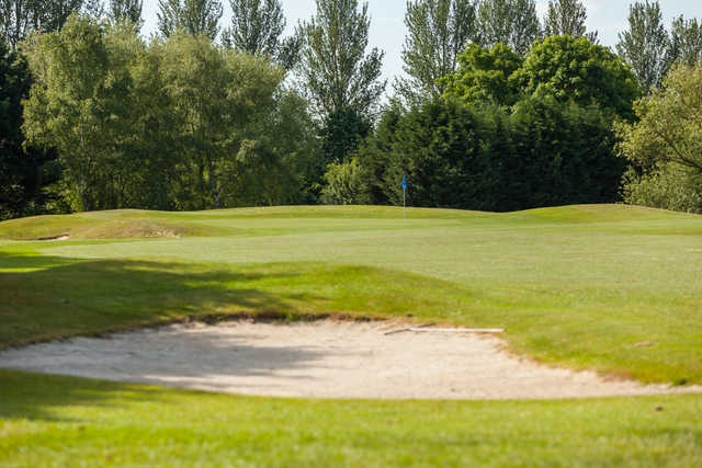 Spectacular approach to the 8th Green at Cheshunt Park Golf Centre