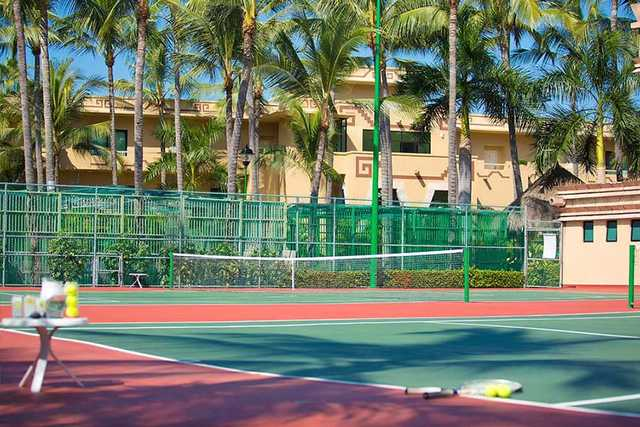 Tennis court at El Tigre Club de Golf