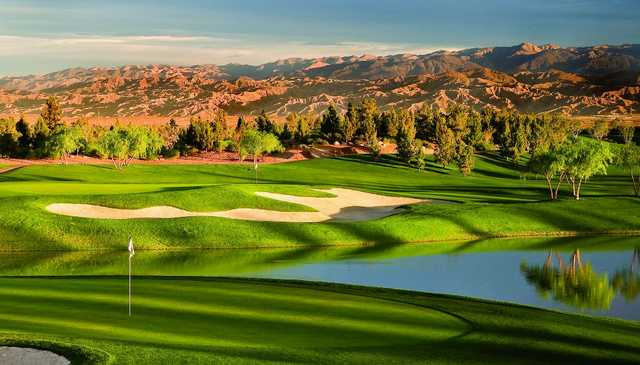 Palm Desert's Classic Club features an inspired mix of championship design, nature and impressive service.