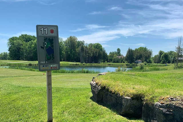 A view of tee #11 at Lombard Glen Golf Club.
