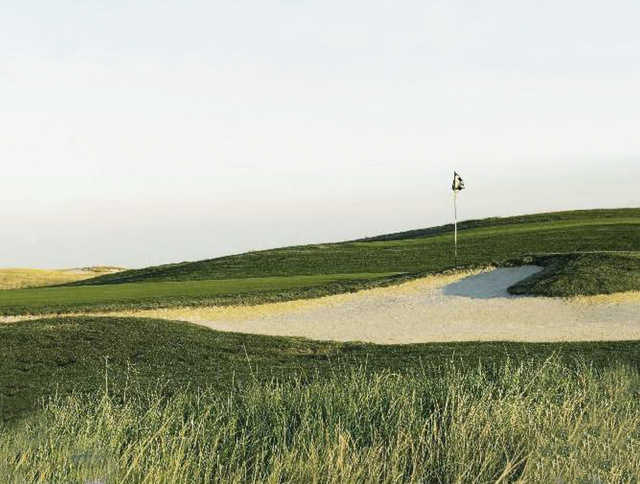 A view of a well protected hole from The Links at Rolling Hills.