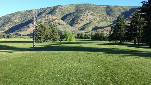 A sunny day view of a tee at Round Valley Golf Course.