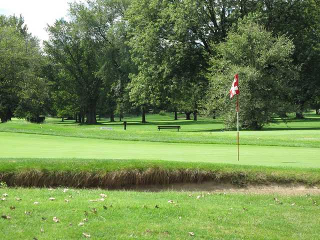 A sunny day view of a hole at Winnetka Golf Club.