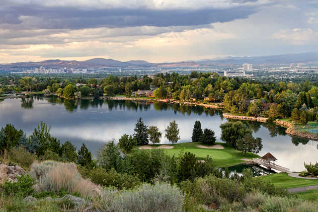 A view of the island green #15 at LakeRidge Golf Course