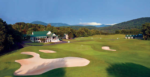 A view of a well protected green and the clubhouse at Stoney Creek Shamokin from Wintergreen Resort.