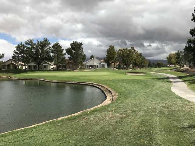 A view of a green with water coming into play at Ashwood Golf Club.