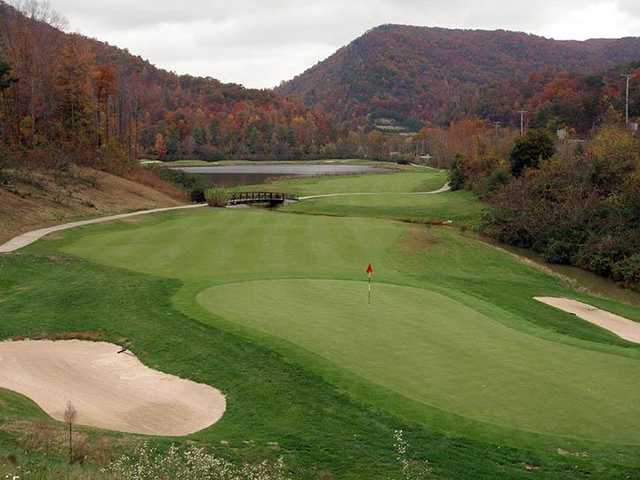 A fall day view of a hole from Wasioto Winds at Pine Mountain State Park Golf Course.