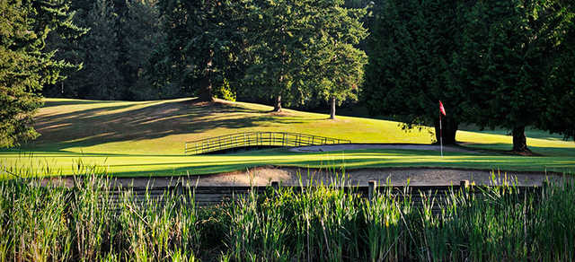 A view of a green and a bridge in background at Peace Portal Golf Club.