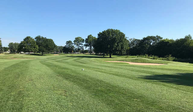 A view of a tee from Village Greens of Woodridge.