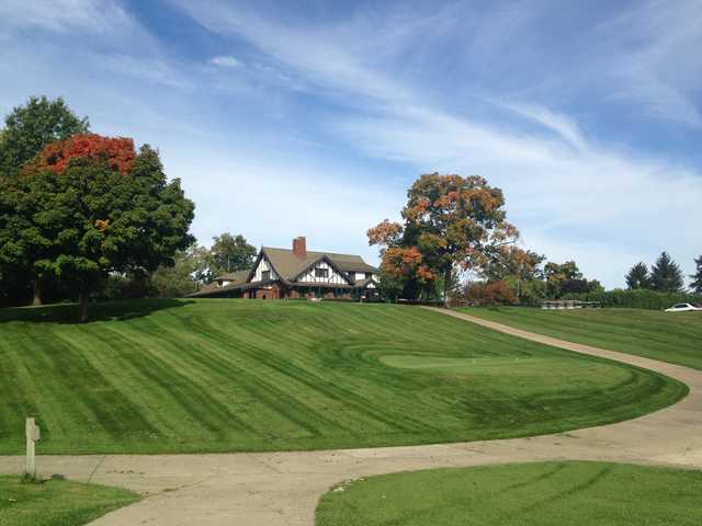 A view of a tee and the clubhouse in background at Harrison Hills Golf & Country Club.
