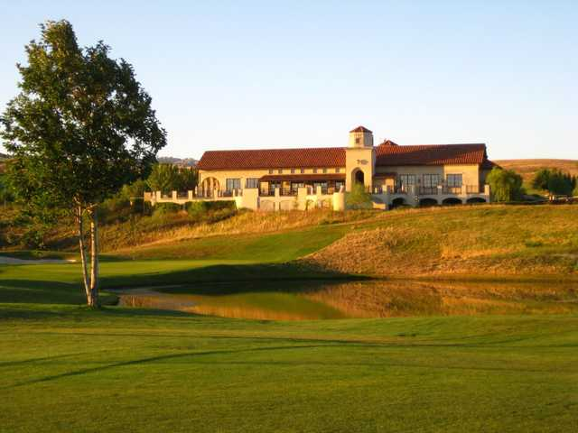 A view of the clubhouse and a green from Poppy Ridge GC.