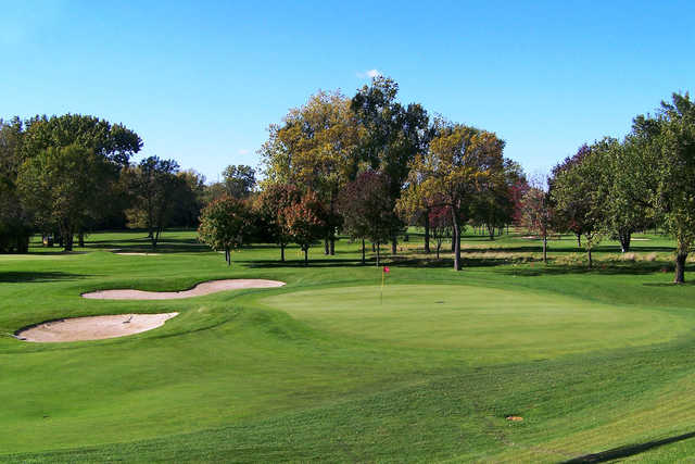 A view of a well protected green at Lake Bluff Golf Club.