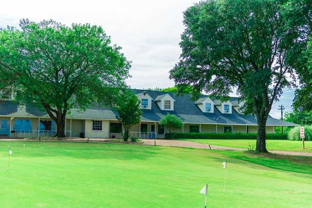 View of the puttin green at Kings Creek Golf Club.