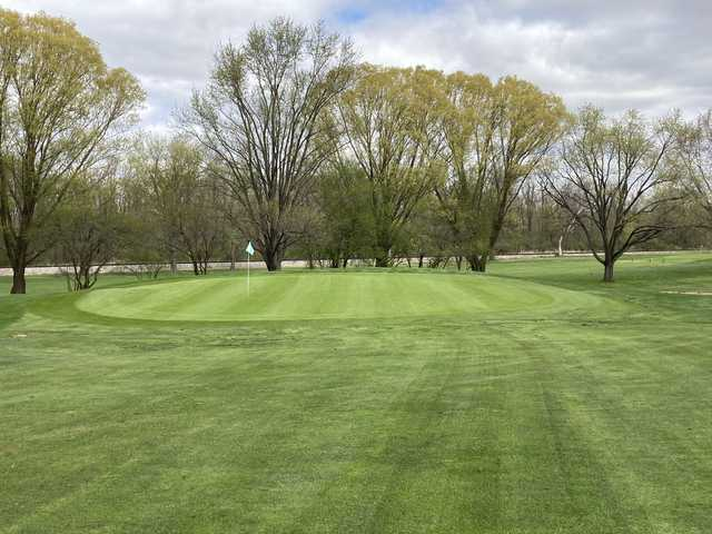 View of a green at Willow Run Golf Course.
