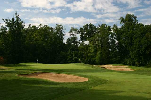 A view of green #10 protected by bunkers at South Riding Golf Club