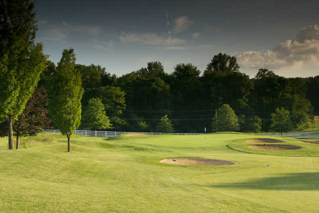 A view of the 10th green protected by bunkers at Links at Challedon