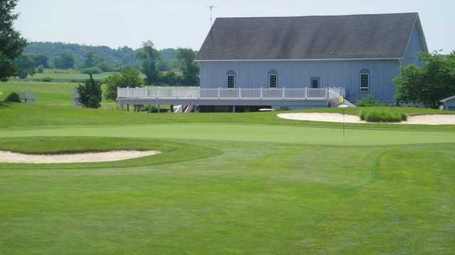 A view of the 9th green protected by bunkers at Glade Valley Golf Club