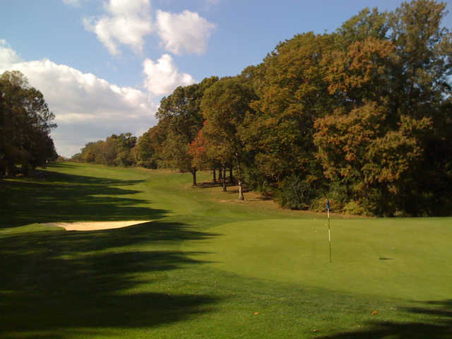 The 10th hole at Reston National Golf Course heads straight downhill.