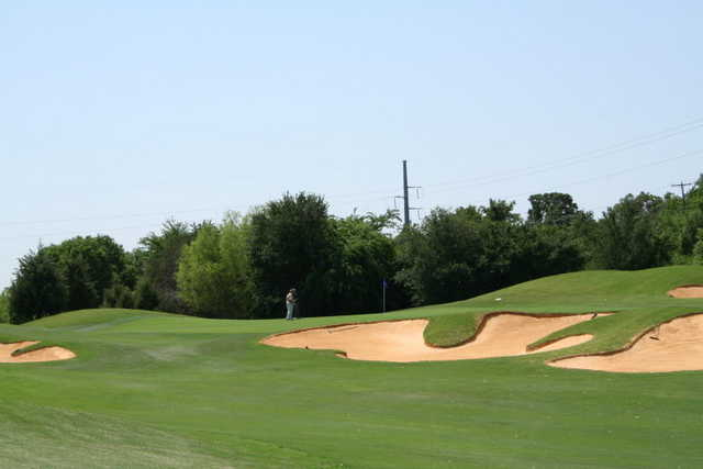 A view of the 18th green protected by bunkers at Cowboys Golf Club