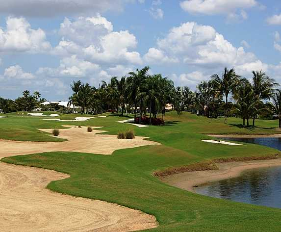 A view of hole #14 protected by bunkers at Club Course from Polo Club