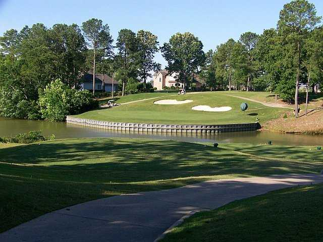 A view of the 7th green protected by bunkers at Cypress Creek Golfers' Club