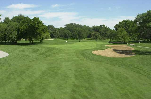 A view of a green with bunkers on the right at Joe Louis Golf Club