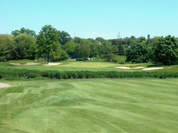 A view of green #9 flanked by bunkers at Seven Bridges Golf Club