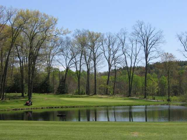 A view of green #14 at Edgewood Golf Club