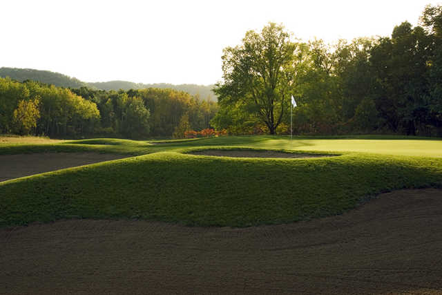 A view of green #3 protected by bunkers at Jewel Golf Club.