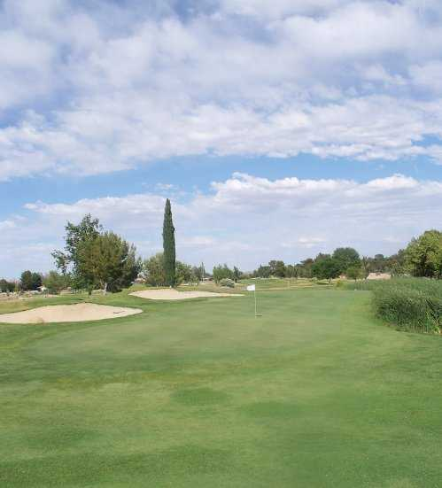 A view of a hole protected by bunkers at Tierra del Sol Golf Club